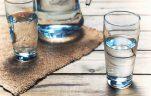 uống nước đóng bình